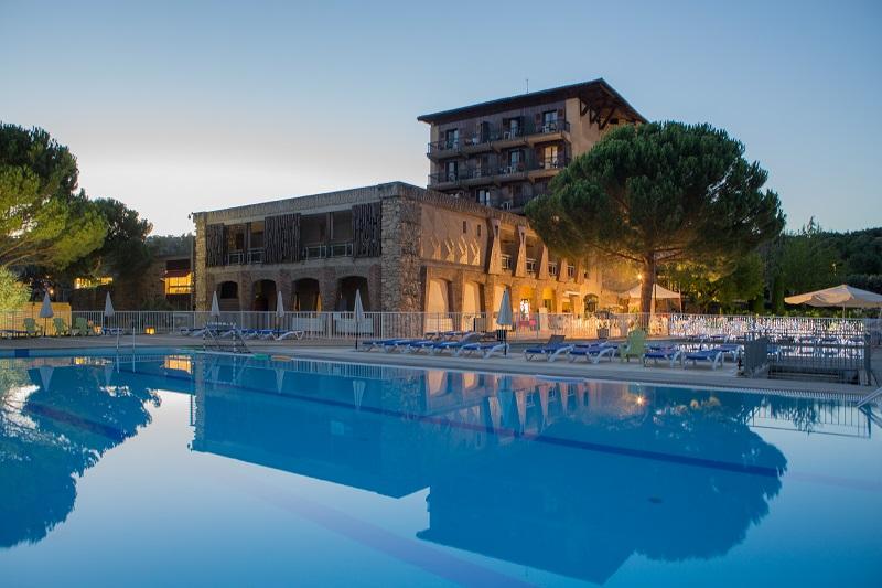 Cet été nous ouvrons à notre clientèle « Le Castel Luberon » une structure 4* @UVLF