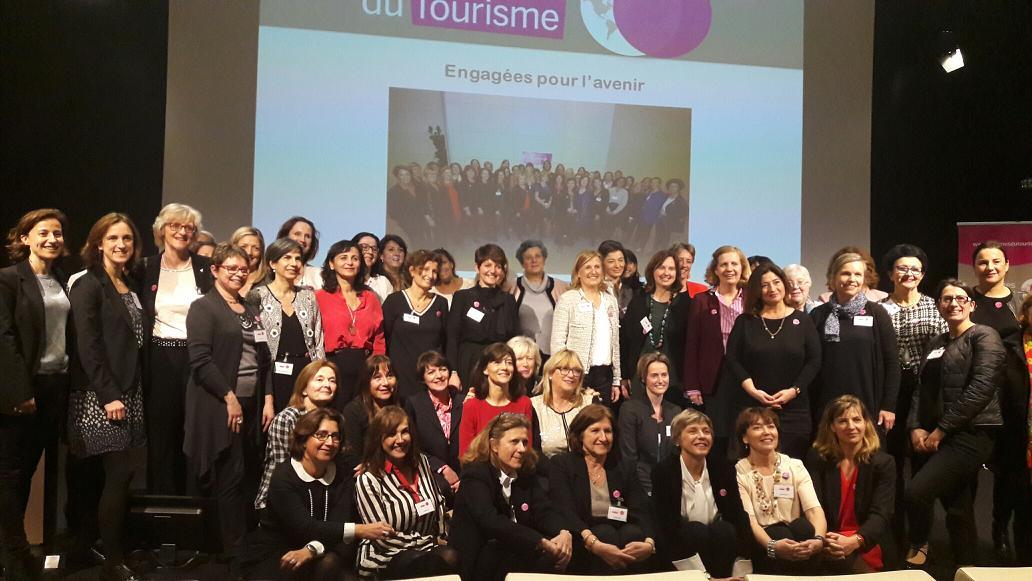 Autour d'Agnes Gascoin présidente de l'association, une sympathique délégation de femmes du tourisme. Photo MS.