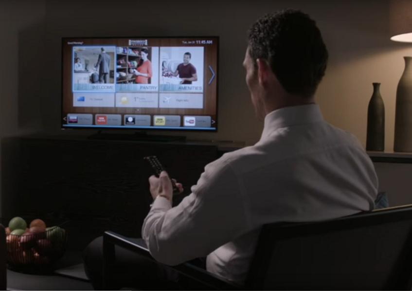 La solution permet de consulter sans interruption des offres de l'hôtel, du contenu propre à la destination et des services en ligne (c) RoomNet