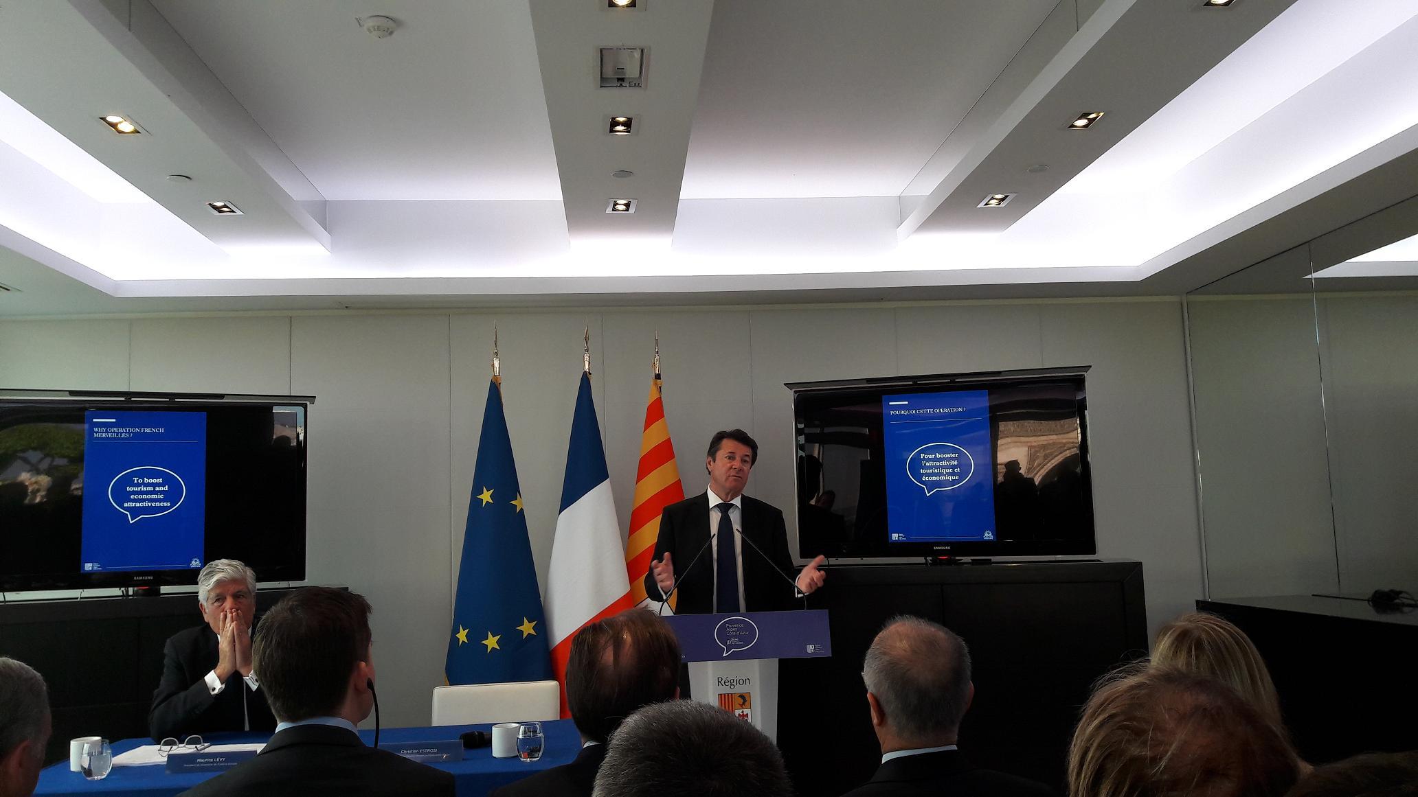 Devant une salle comble, Christian Estrosi président de la Région Provence-Alpes-Côte d'Azur et Maurice Lévy président du Directoire de Publicis Groupe. Photo MS.