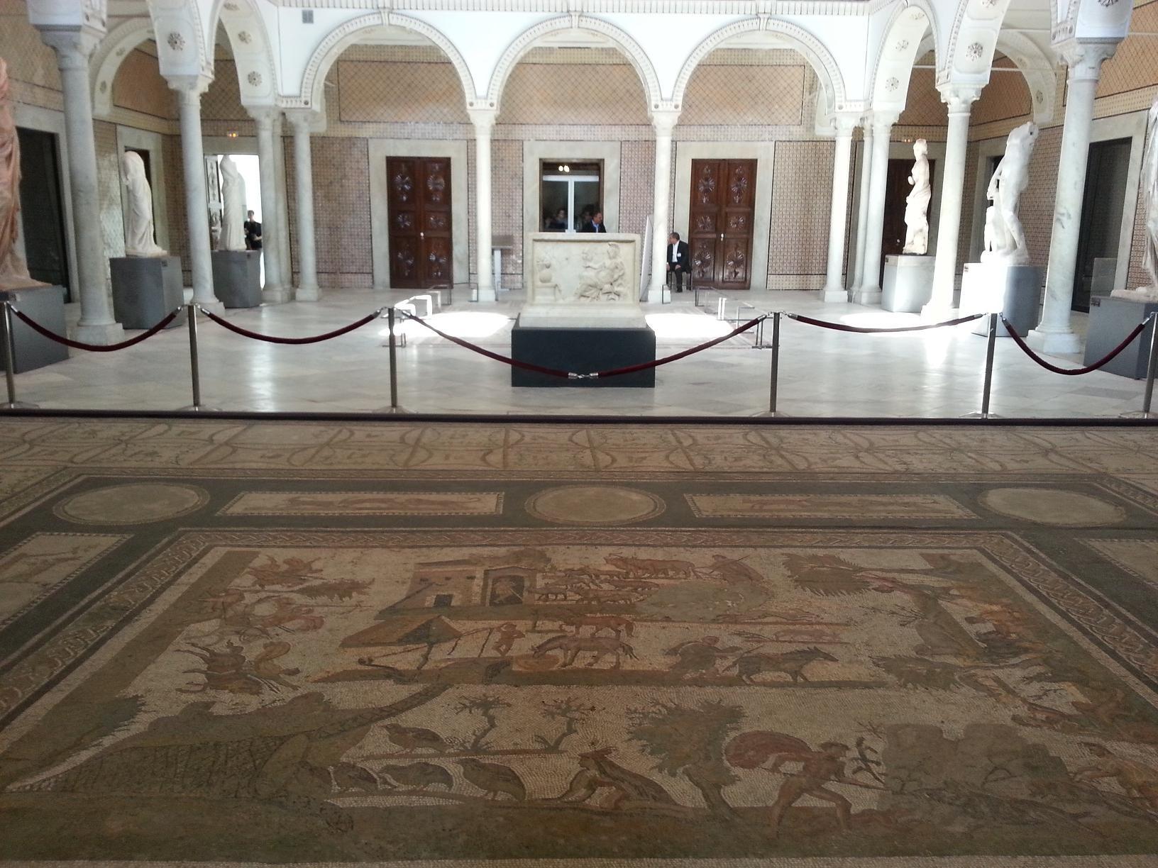 Le musée national du Bardo est un joyau du patrimoine Tunisien. Logé dans un ancien palais beylical du XIXème siècle, il retrace à travers ses collections une grande partie de l'histoire de la Tunisie (de la préhistoire à l'époque contemporaine), et renferme la plus grande collection de mosaïques au monde. Photo ONTT.