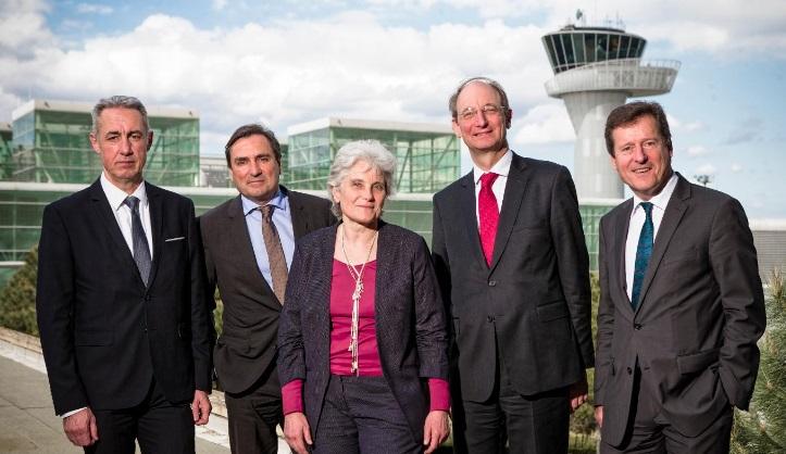De gauche à droite : Thierry Couloumiès, Stéphane Teulé-Gay, Geneviève Chaux Debry, Pascal Personne et Jean-Luc Poiroux - Photo Aéroport de Bordeaux