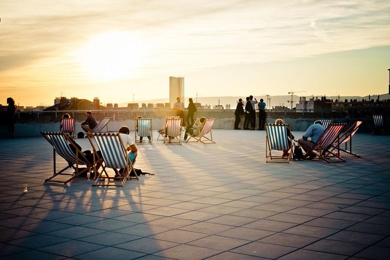 Marseille la friche de la belle de mai rouvre son toit - Les grandes tables de la friche ...