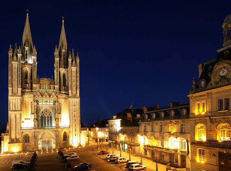 L'image phare de Coutances est celle de sa cathédrale et de ses deux églises - DR : OT de Coutances