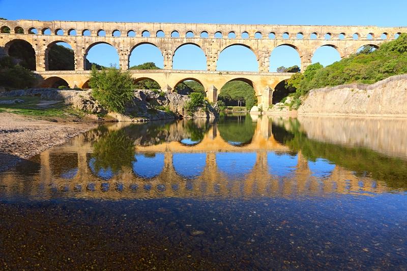 Le Pont du Gard accueille la compagnie Nicole et Martin, qui propose aux familles deux nouvelles créations - DR