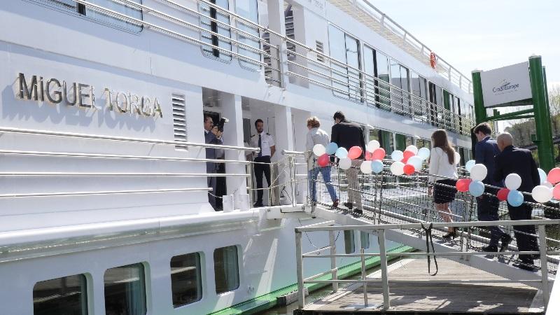 La cérémonie d'inauguration du MS Miguel Torga débute le lendemain de mon arrivée, à 11h, sur les quais de Gaia - DR : L.M.