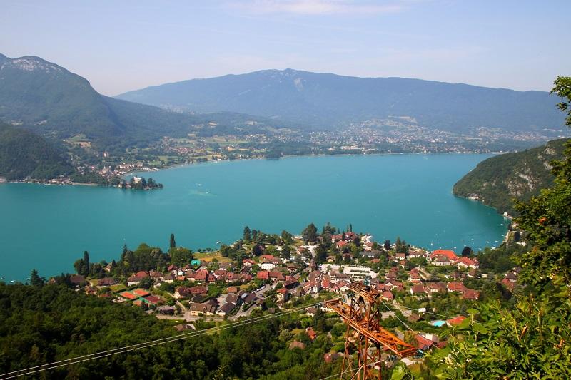 Annecy Tours propose des circuits en véhicule tout confort en Haute Savoie. DR: vouvraysan