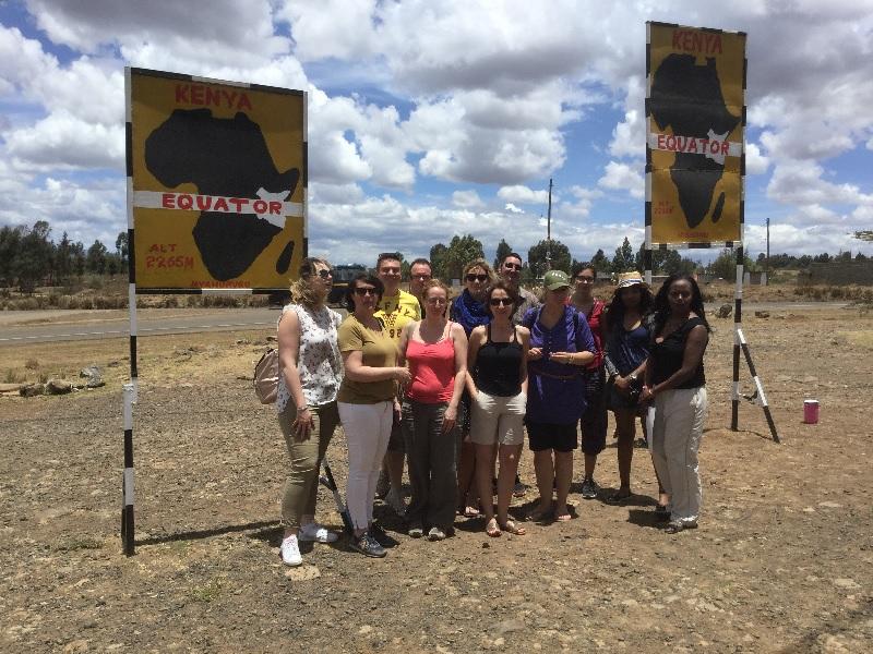 Les participants de l'Eductour sur la ligne de l'Equateur - Photo JPCombe