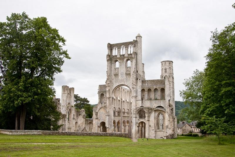 La Normandie médiévale devient une thématique prioritaire pour le CRT de la région DR: Abbaye de Jumièges