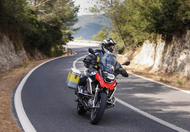 Avec Hertz Ride, les clients peuvent louer des motos haut de gamme équipées de marque BMW - Photo : Hertz