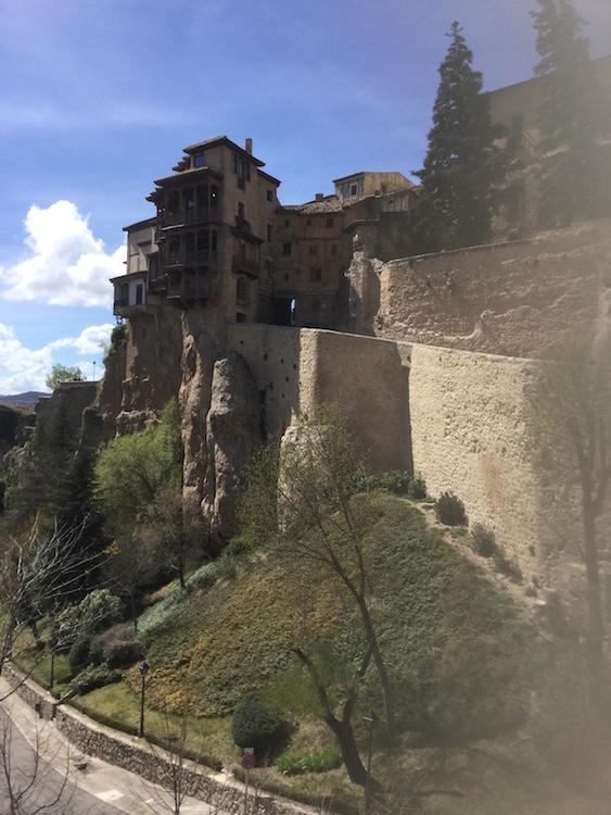 Cuenca: maison suspendue. Photo JPC
