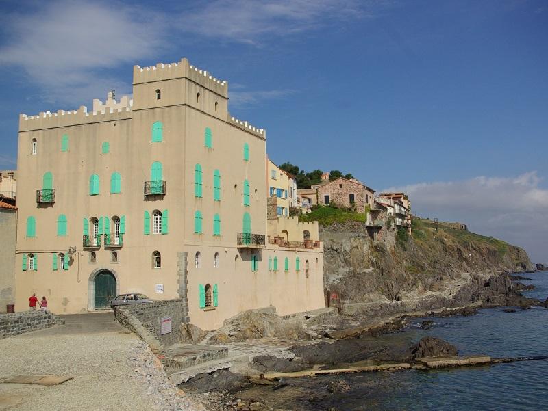 Sur la Côte Vermeille, le littoral rompt avec l'atonie rectiligne du Languedoc et livre au pied du schiste pyrénéen son plus bel écrin - DR : J.F.-R.