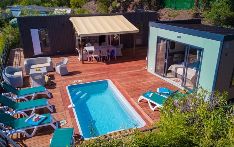 Var esterel caravaning lance un mobile home avec piscine for Camping dans le var avec piscine