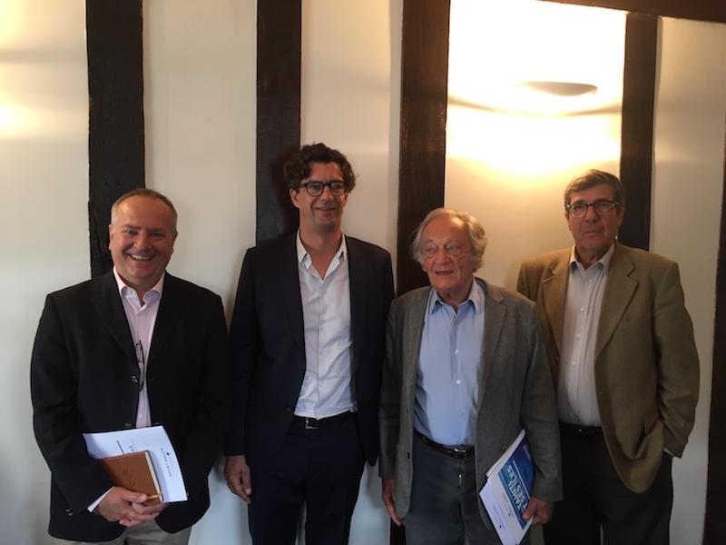 L'équipe à la tête d'Austral Lagons, avec, au centre, Hélion de Villeneuve et Philippe Tesson © DR PG