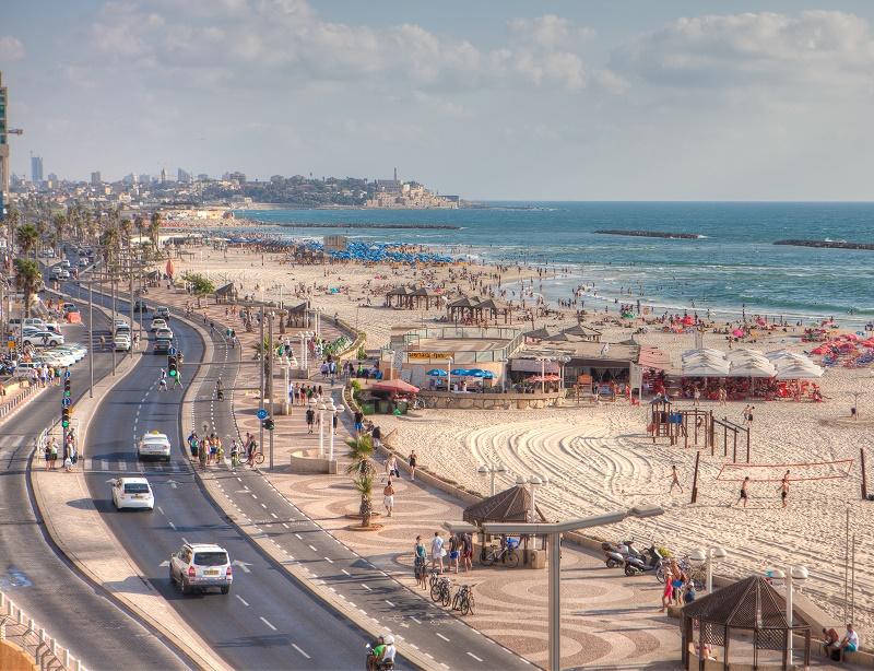 Tel Aviv est à la fois un grand centre économique et commercial, une ville extraordinairement animée et une grande station balnéaire bordée par une plage de 14 kilomètres - DR : Dana Friedlander