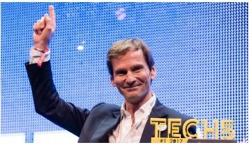 Nicolas Brumelot sur la scène de Tech5 Europe à Amsterdam après avoir pitché devant plus de 15 000 professionnels - DR : MisterFly
