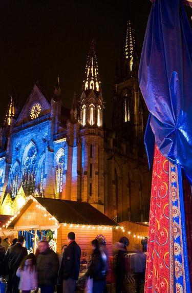 Mulhouse et ses fameux tissus de Noël aux motifs gardés secrets - DR : Meyer.