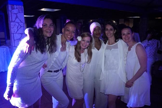 Les agents de voyages ont participé à une soirée blanche au sein du Ôclub - Photo : Ôvoyages