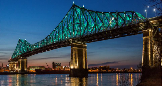 Mise en lumière du Pont Jacques-Cartier, à Montréal - Photo : Tourisme Montréal