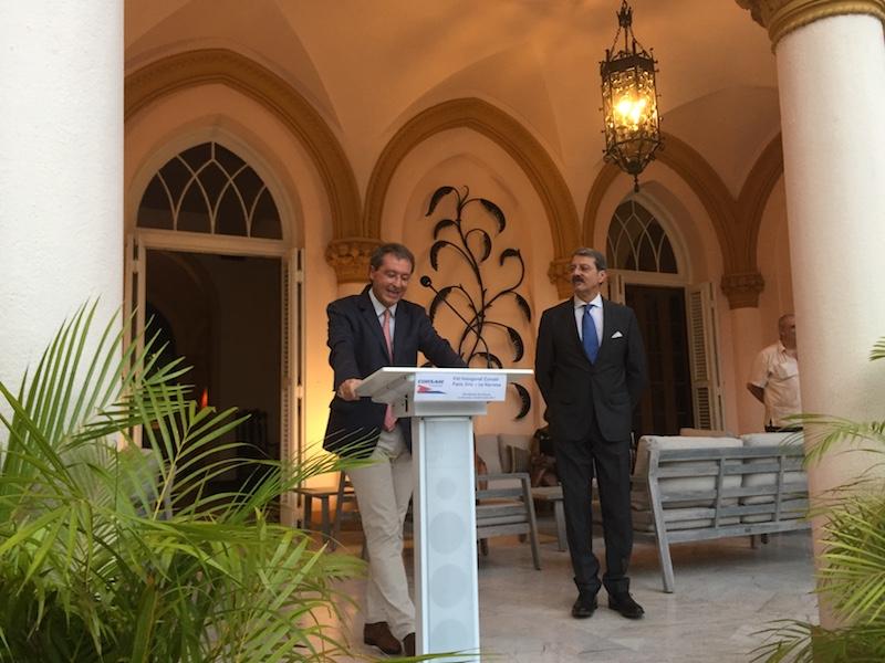 Pascal de Izaguirre et Jean-Marie Bruno, ambassadeur français à Cuba, lors de l'inauguration de la nouvelle liaison Corsair entre Paris et La Havane, jeudi 8 juin © DR PG Tourmag