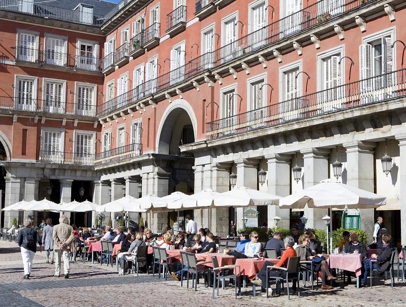 L'été, c'est un lieu de rendez-vous très prisé, où l'on prend un verre en terrasse, où l'on déjeune ou l'on dîne - DR : OT Espagne