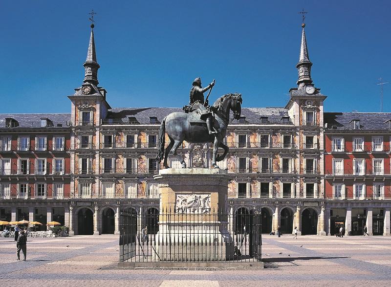 En 1847, la statue équestre de Philippe III a été placée au centre de la place - DR : OT Espagne