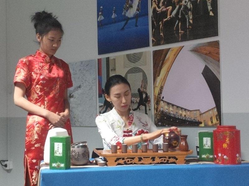 Une cérémonie du thé a clôturé la matinée dédiée aux actions conjointes de la France et de la Chine pour promouvoir ces destinations dans chacun des pays - DR : A.R