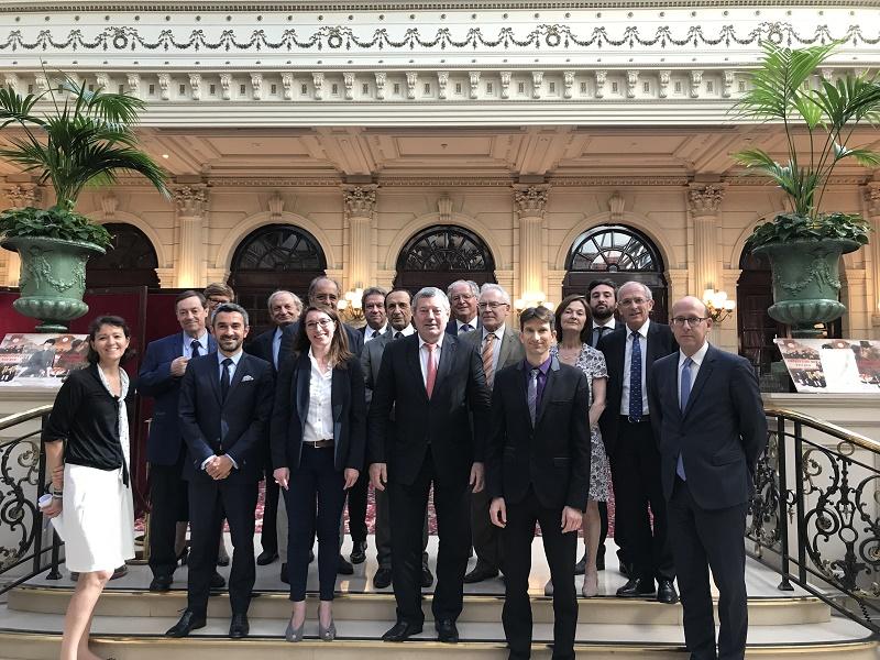 La photo de groupe suite à la signature des statuts de la nouvelle Confédération des Acteurs du Tourisme - DR
