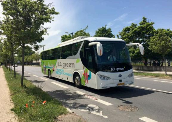 L'autocar 100 % électrinique n'émet ni dioxyde de carbone ni oxyde d'azote - Photo : B.E. green