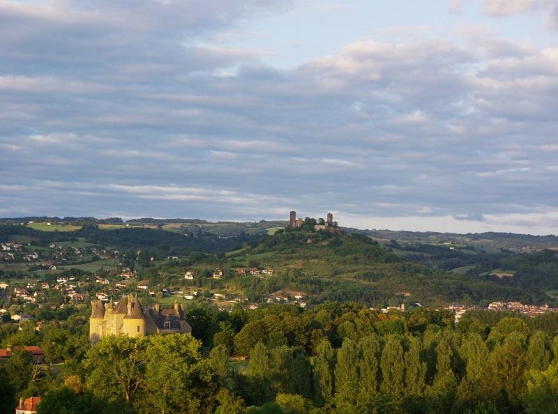 Entre Beynac-et-Cazenac (Dordogne) et Castelnau-Bretenoux (Lot), il faudra beaucoup de temps pour profiter de l'incroyable déballage de sites naturels, châteaux, villages de charme et… de gastronomie, proposé par ce morceau de vallée - DR : J.-F.R.