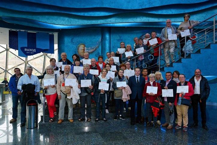 Remise des certificats des voyageurs du siècle à l'aquarium de Vladivostok - DR