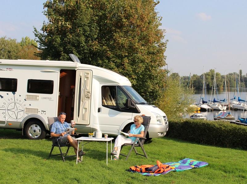 Vipcampingpark, la première plateforme dédiée aux amateurs de camping-cars, propose aux professionnels de l'hébergement touristique et aux particuliers de louer leur jardin à des camping-caristes européens moyennant une rémunération (c) Vipcampingpark