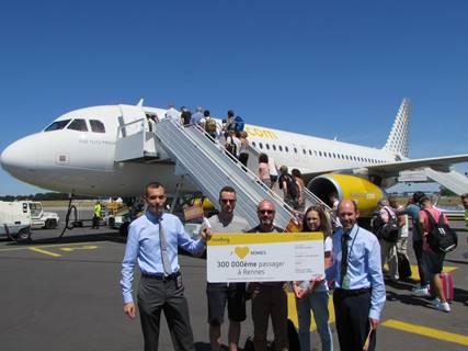 Le 300 000e passager de Vueling à Rennes s'est vu offrir un billet aller-retour pour deux personnes - Photo : Vueling