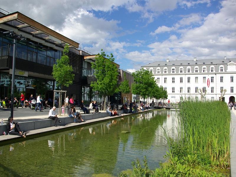 Des rues piétonnes aux espaces verts, des quartiers en mutation aux architectures contemporaines, Grenoble dévoile un modèle urbain qu'elle espère fait pour durer - DR : J.-F.R.