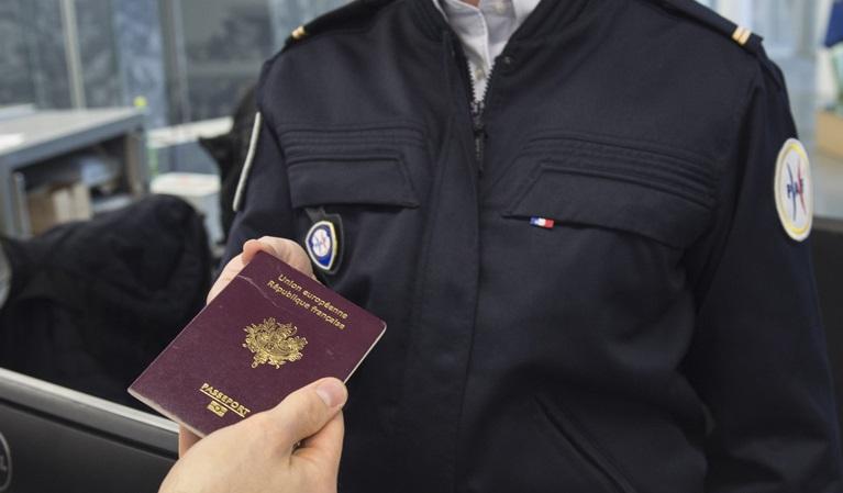 Pour le seul week-end du 14 juillet, plus de 223 000 passagers sont attendus à Orly et 118 000 à Roissy - DR : Ministère de l'Intérieur