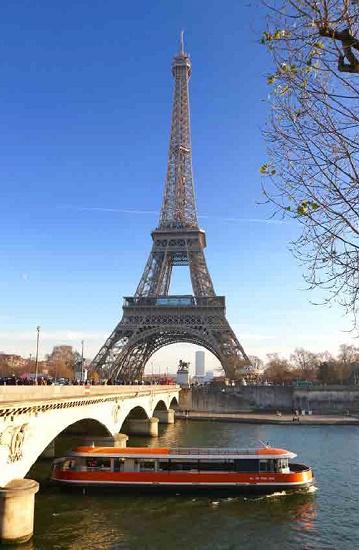 Paris est la destination préférée des voyageurs internationaux, selon une étude d'Ipsos - Photo : Bateaux de Paris