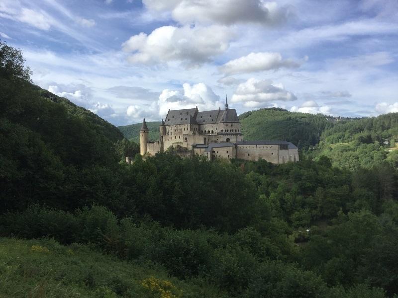 Le château de Vianden dans un écrin de verdure - DR : J.-P. C.
