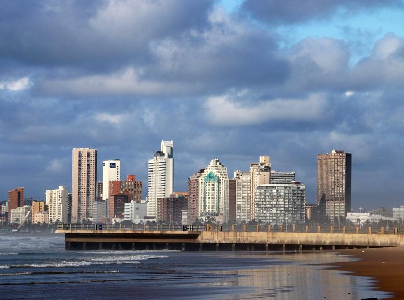 Durban, troisième ville du pays, est le premier port d'Afrique, et également sa capitale balnéaire. La seule où il ne fait pas froid l'hiver ! - DR : J.-F.R.