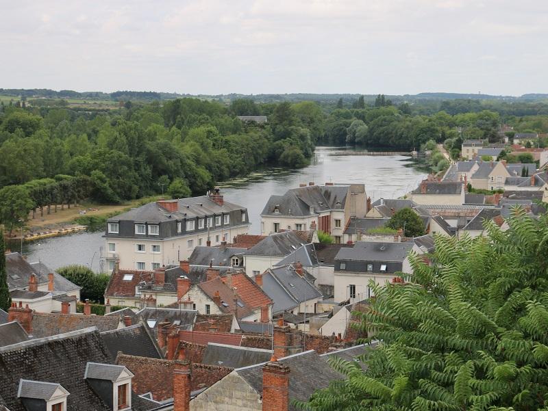 De Chenonceau à Mennetou-sur-Cher, le Cher égrène plusieurs villages dotés de trois attributs : un château, un pont en arches et des maisons en pierre blanche de tuffeau - DR : J.-F.R.