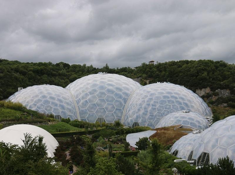 Eden Project est le résultat d'une idée folle : protéger la biodiversité du monde en conservant sous cloche des milliers d'espèces - DR : J.-F.R.