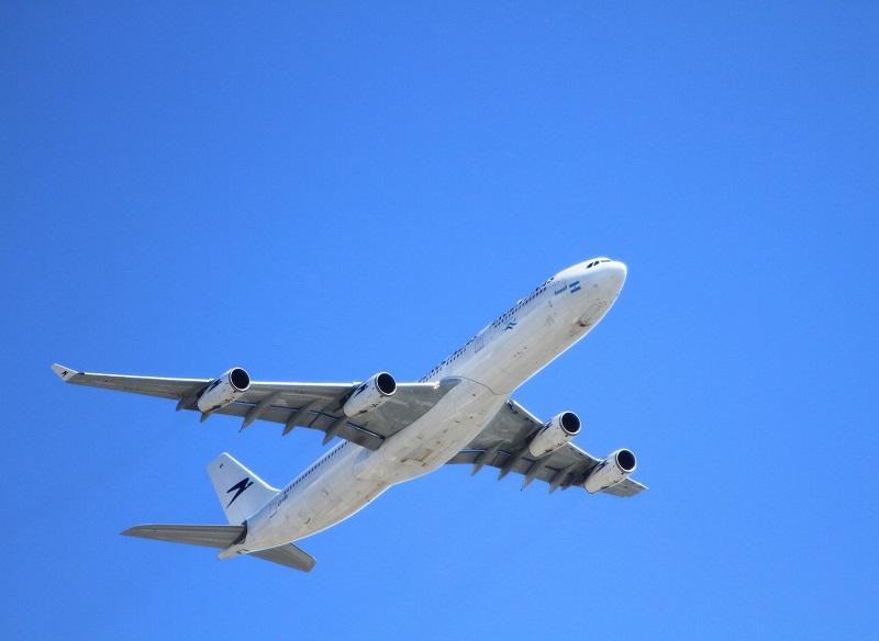 A force de tirer le signal d'alarme, les compagnies aériennes françaises semblent avoir ému (au bout de combien de temps ? 10 ans peut-être ?), les pouvoirs de tutelle qui viennent d'annoncer dans pas longtemps les Assises du Transport Aérien - Photo Piwabay Holgi