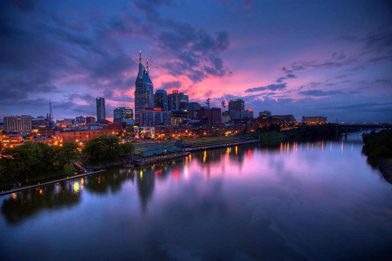 Nashville est riche d'une histoire musicale exceptionnelle avec plus d'une centaine de salles de concert, de bars et de studios d'enregistrement dédiés à la musique country, au blues, au jazz et même au gospel.