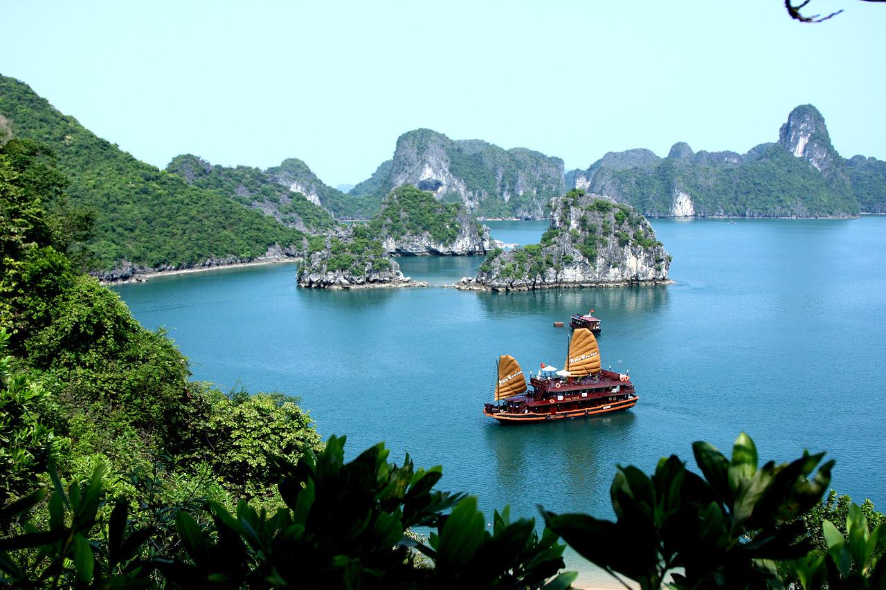 croisière dans la baie d'halong, Vietnam - © wikicommons Trekking Travel