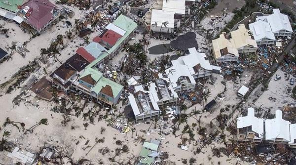 Vue de Saint-Martin après le passage de l'Ouragan Irma, Crédit photo : compte Twitter @JustGiving.