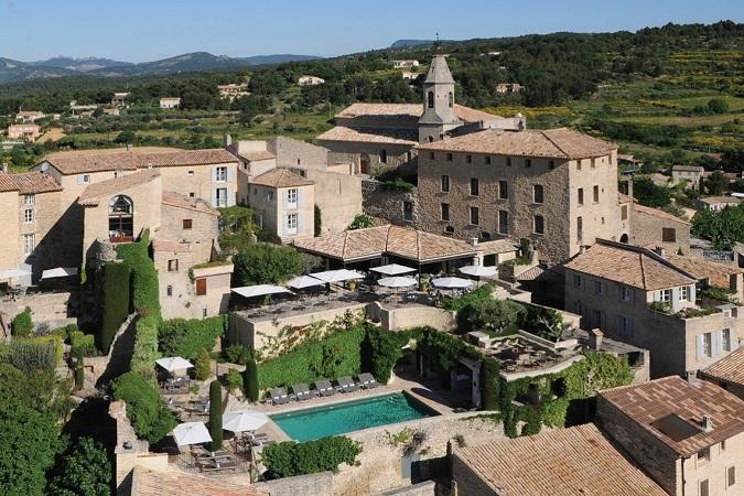 L'hôtel Crillon Le Brave propose 36 chambres et suites réparties sur 8 maisons de village - Photo : Hôtel Crillon Le Brave