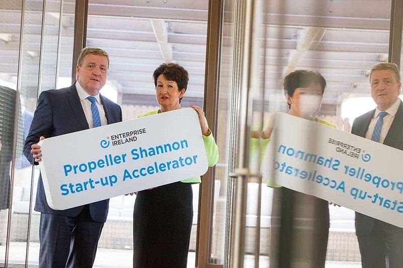 Pat Breen, membre du ministère irlandais et Rose Hynes de Chairman Shannon Group Crédit : Oisin McHugh True Media