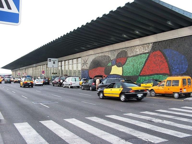 service minimum à l'aéroport de Barcelone, et accès bloqués - DR Grobuonis