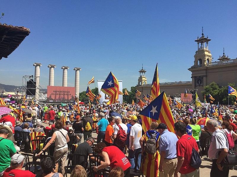 Rassemblement pro-référendum en Catalogne le 11 juin 2017 - DR Amadalvarez