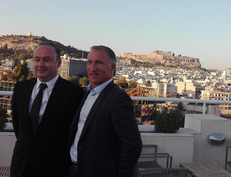 Laurent Abitbol et Jean-Noël Lefeuvre devant l'acropole d'Athènes pendant les forces de ventes tourisme 2017 - DR : J.P.