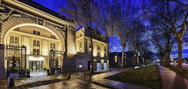 Situé à 200m du château de Versailles, le nouvel établissement Mgallery propose 9 espaces de séminaires - Crédit photo : © Abaca Corporate/Jacques-Yves Gucia